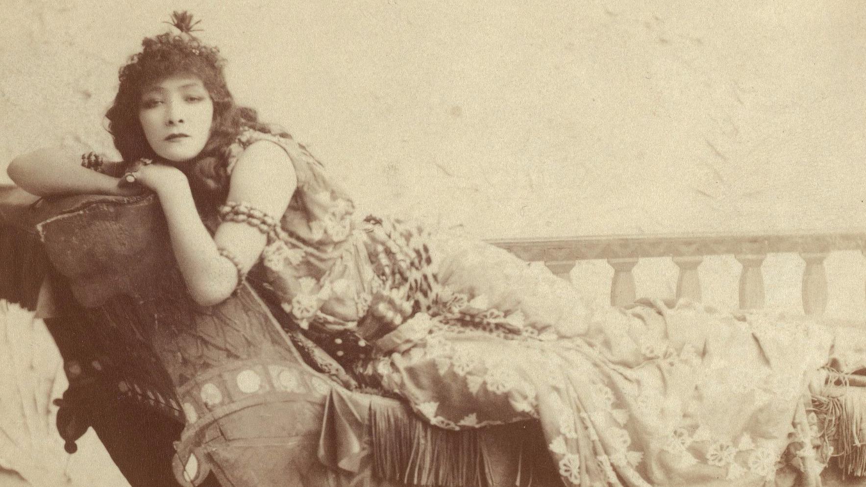 Harvard_Theatre_Collection_-_Sarah_Bernhardt_TCS_2_(Cleopatra)